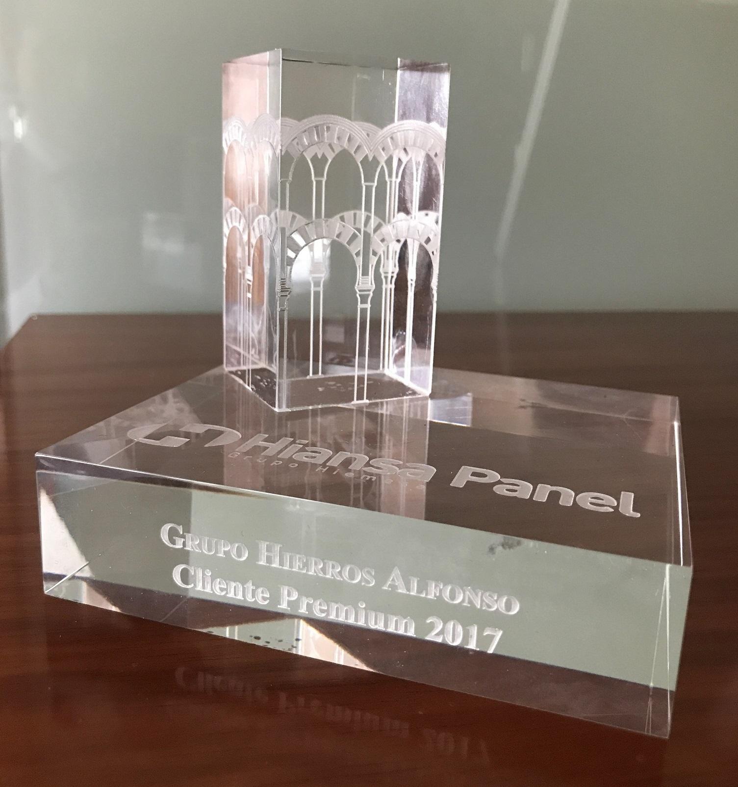 Grupo Hierros Alfonso galardonado con el reconocimiento de Distribuidor Premium de Panel Sandwich por la fábrica Hiansa